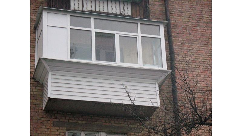 Остекление балкона с выносом москва отделка балкона с витражным остеклением